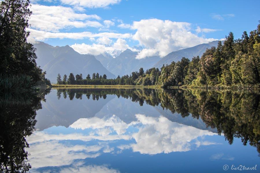 Spiegelnde Bergwelt Im Matheson See